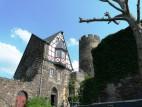 Kapelle und Trierer Turm: Das Gebäude mit der Burgkapelle, dahinter der Trierer Turm.